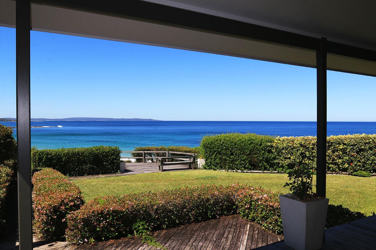 bunkys-by-the-sea-holiday-house-berrara
