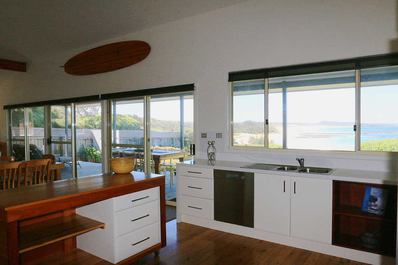 bunkys-by-the-sea-sussex-inlet-holiday-house-kitchen